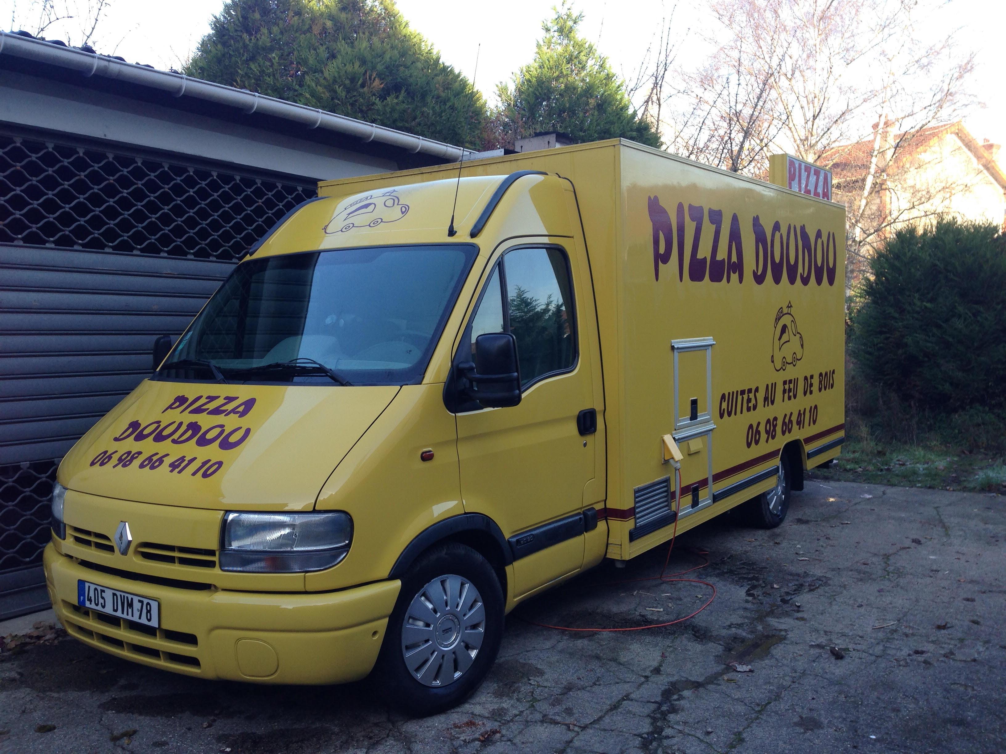 Le camion pizza chez les clients